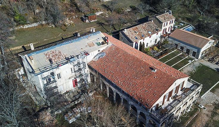 Rénovation de la toiture d'un domaine avec Triso-Toiture (06)